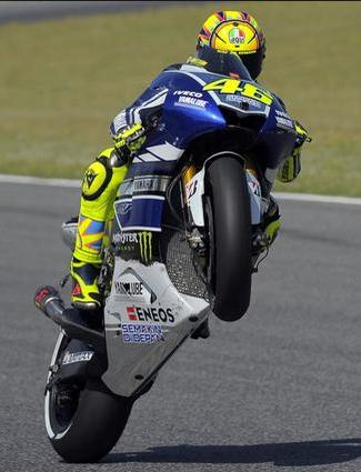 valentino-rossi-yamaha-factory-racing-2013-wheelie-on-track