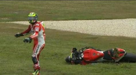 crutchlow crash at phillip island on last lap