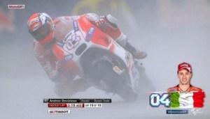 diwarnai anjing masuk trek, Dovizioso tercepat di FP1 MotoGP Austin