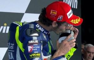 Rossi kiss the thropy podium 200 at GP Jerez 2015